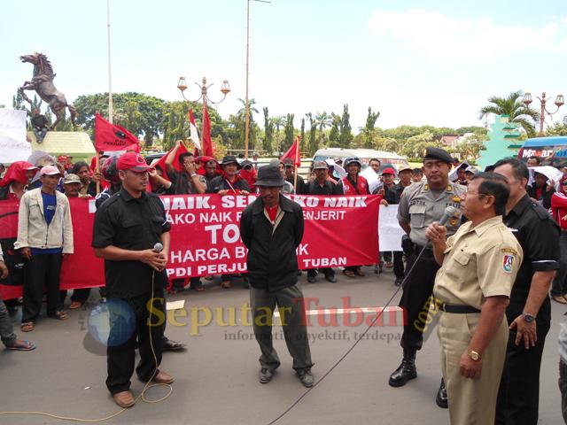 Demo PDI P ke Pemkab