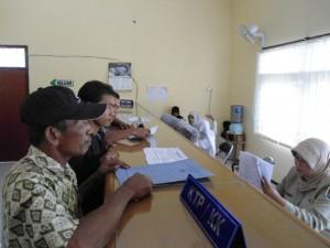 Suasana pelayanan KTP di Dinas Dukcapil Tuban