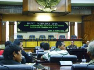 Hearing : Dengar pendapat Komisi A beberapa waktu lalu terkait kasus tanah warga Gaji dengan PT Semen Indonesia