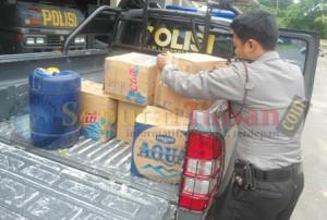 Barang bukti arak yang diamankan petugas di Mapolres Tuban