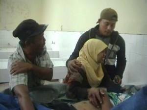 Keluarga korban menangis histeris di kamar mayat RSUD Dr. R Koesma Tuban