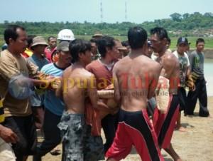 Korban setelah ditemukan dan dievakuasi dari lokasi kejadian tenggelam