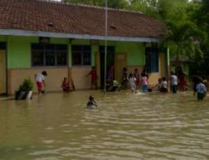 Salah satu SDN yang kebanjiran akibat luapan bengawan solo beberapa waktu lalu