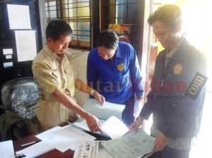 Calon peserta seleksi PPK asal Kecamatan Kerek saat mendaftar di KPUD Tuban