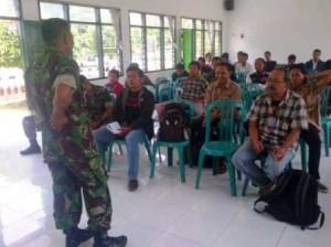 Komandan Kompi saat menerima kunjungan wartawan
