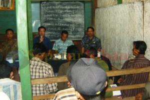 pertemuan warga tentang rencana lahan yang akan ditambang