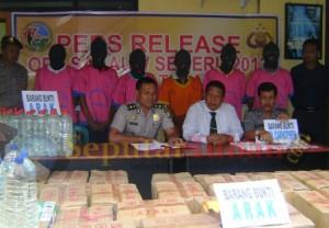Press Releas Polres Tuban hasil ungkap kasus Operasi Sakauw Semeru 2013
