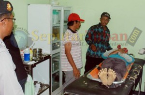 DISAMBAR PETIR : Korban saat di Puskesmas Montong