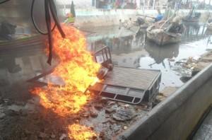 Warga marah, Tossa yang menabrak pelajar dibakar