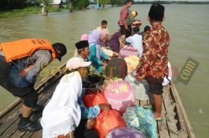 Melamar saat banjir