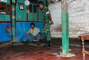 GEMPA RINGAN : Kondisi salah satu rumah warga yang amblas