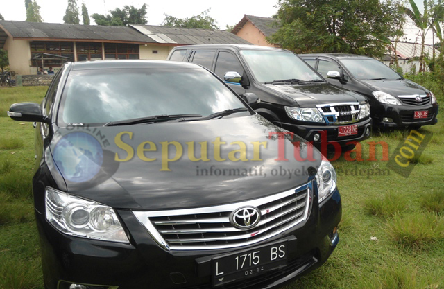 DISOROT : Mobil yang ditumpangi Bambang DH dan rombonganya
