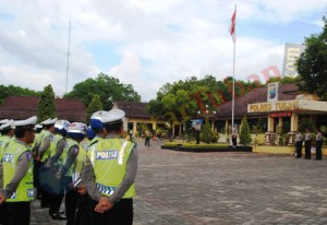 DIMULAI : Gelar pasukan ops simpatik 2013 di halaman Mapolres Tuban