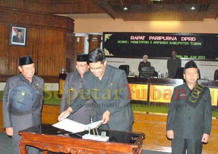 Penandatanganan naskah persetujuan bersama 8 Raperda untuk disahkan menjadi Perda