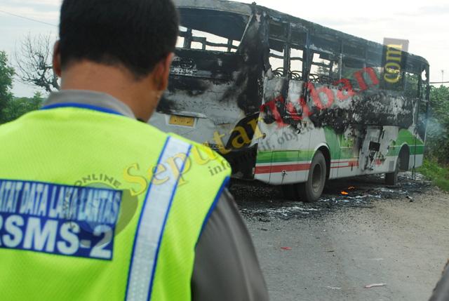 Bus dibakar pantura
