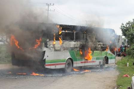Bus terbakar