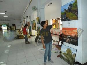 DIPAMERKAN : Beragam hasil karya pelukis di pajang di arena Open Studio