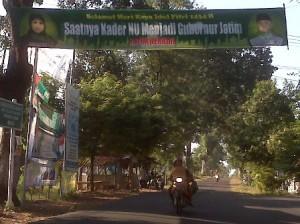 Banner melintang jalan