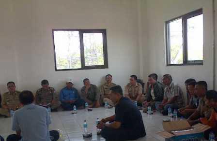 pertemuan warga Desa Sawir