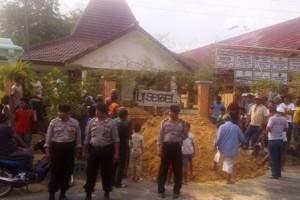 Blokir Balai Desa Simo Kecamatan Soko....