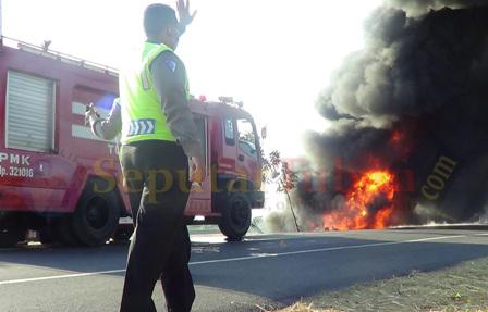 pantura lumpuh akibat kebakaran truk pertamina
