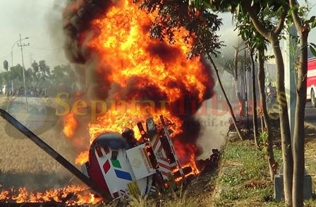 truk bbm terbakar di pantura