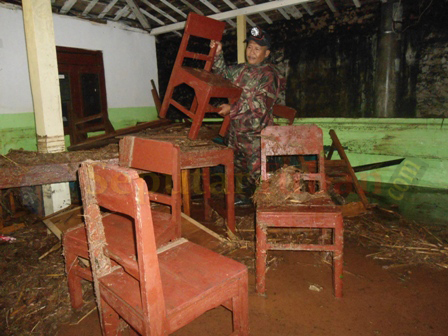 PORAK PORANDA : Kondisi Balai Desa Tuwiri Wetan usai diterjang banjir