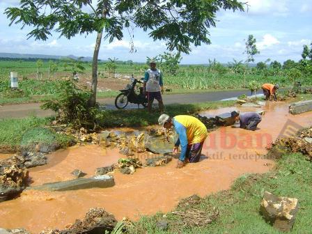 Penahan Sungai rusak