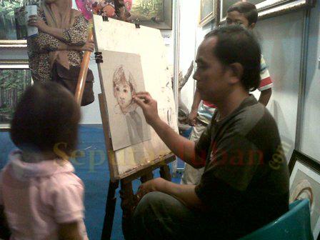 BERHARAP BERKEMBANG : Lukis potret masih diminati masyarakat