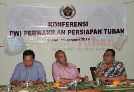 RESMI : Pengurus Harian PWI Jatim saat memimpin Konferensi PWI Perwakilan Persiapan Tuban