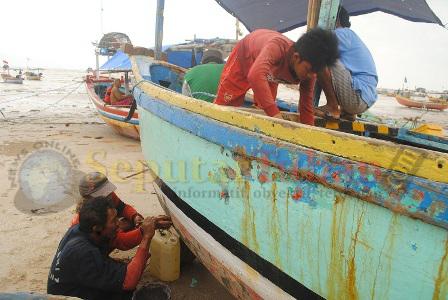 perbaiki perahu