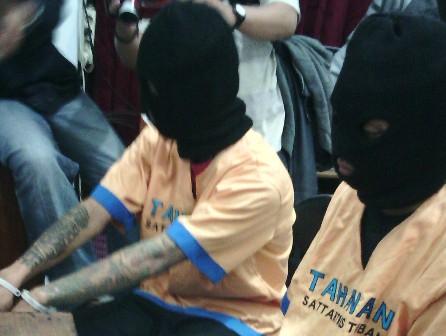 REBUTAN WILAYAH : Terduga pelaku pengeroyokan pengamen saat di Mapolres Tuban