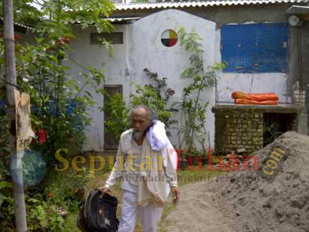 Mahfud tinggalkan desa