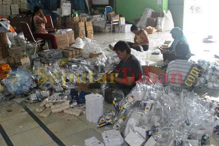 Pengepakan logistik KPU Tuban