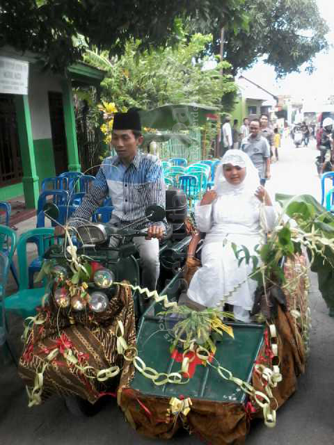 Pernikahan Ala Anggota Club Vespa