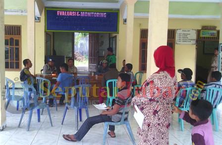 MARAH : Warga siaga di Balai Desa Bektiharjo