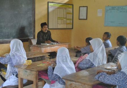 CALEG CALAK : Selain menjadi Calak, Sunaji juga seorang guru swasta