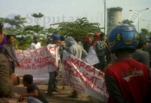 MARAH : Eks Pekerja PT KL melakukan aksi pemblokiran Conveyor Holcim untuk menuntut dipekerjakan lagi