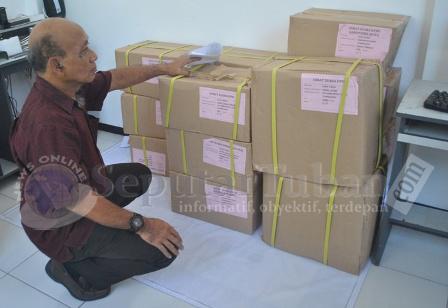SUDAH DATANG : Inilah surat suara kiriman baru diterima KPUD Tuban