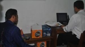 LAPOR BALIK: Armaya, Caleg DPR RI Dapil IX dari Partai Demokrat saat melapor di Unit I Reskrim Polres Tuban.