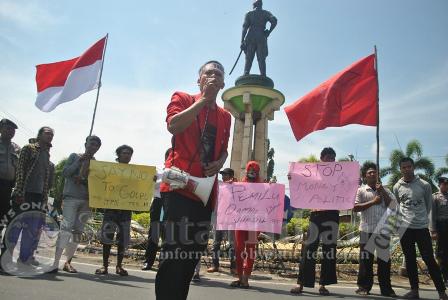 UNTUK INDONESIA : Aktivis GMNI unjuk rasa serukan tolak politik uang dan tolak Golput