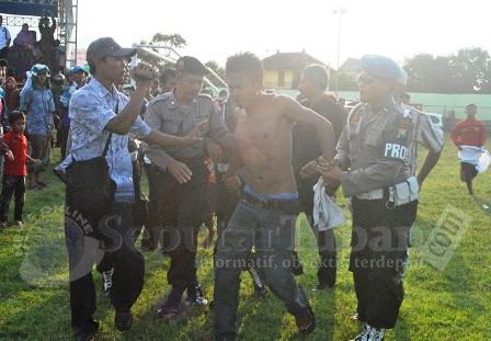 Pemuda Dihajar Massa Kampanye PKB Tuban