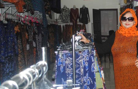 BATIK LARIS : Batik Gedog Kerek paling diminati peziarah Sunan Bonang