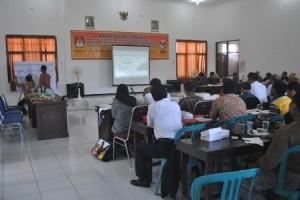 TEGANG : Situasi rekapitulasi suara Pileg 2014 di KPUD Tuban