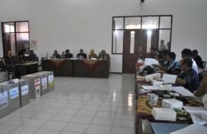 REKAPITULASI SUARA : Situasi Rekapitulasi suara Pileg di KPUD Tuban