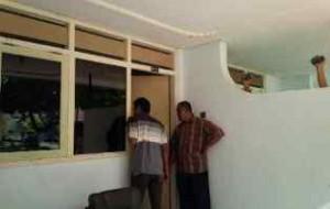 SAKSI BISU: Kamar nomor BX 21 Hotel Purnama tempat Kades Sugiono dan Kades Sawir Nur Indahyani digerebek massa.