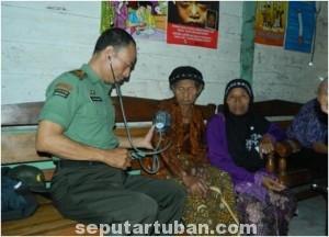 PEDULI : Pengobatan gratis salah satu kegiatan karya bhakti