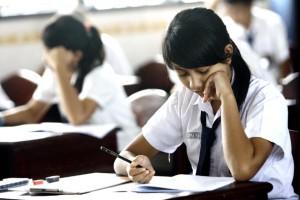 HARI PERTAMA: Dalam pelaksanaan UN SMP sederajat ini diikuti 178 sekolah yang ada di Kabupaten Tuban. Jumlah itu terdiri dari SMP Negeri sebanyak 52 lembaga, SMP swasta 32 sekolah, MTs Negeri 3 lembaga serta MTs swasta berjumlah 92 sekolah.