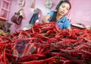 TERJUN BEBAS: Harga cabai di pasar tradisional Kabupaten Tuban terus turun. Kini tinggal Rp 6 ribu dari sebelumnya Rp 60 ribu.