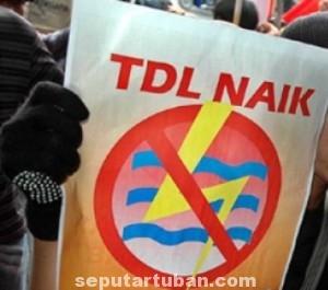 REALITA ZAMAN: Rencana kenaikan TDL tersebut menyebabkan para pengusaha di Kabupaten Tuban mulai resah. Sebab dengan kenaikan TDL tersebut para pengusaha harus menaikkan juga harga produk usahanya.